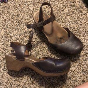 Dansko Brown Leather No slip Shoes! *size 7*